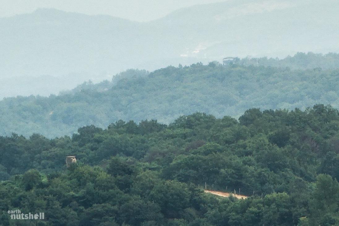 north-korea-concrete-wall-rok-outposts