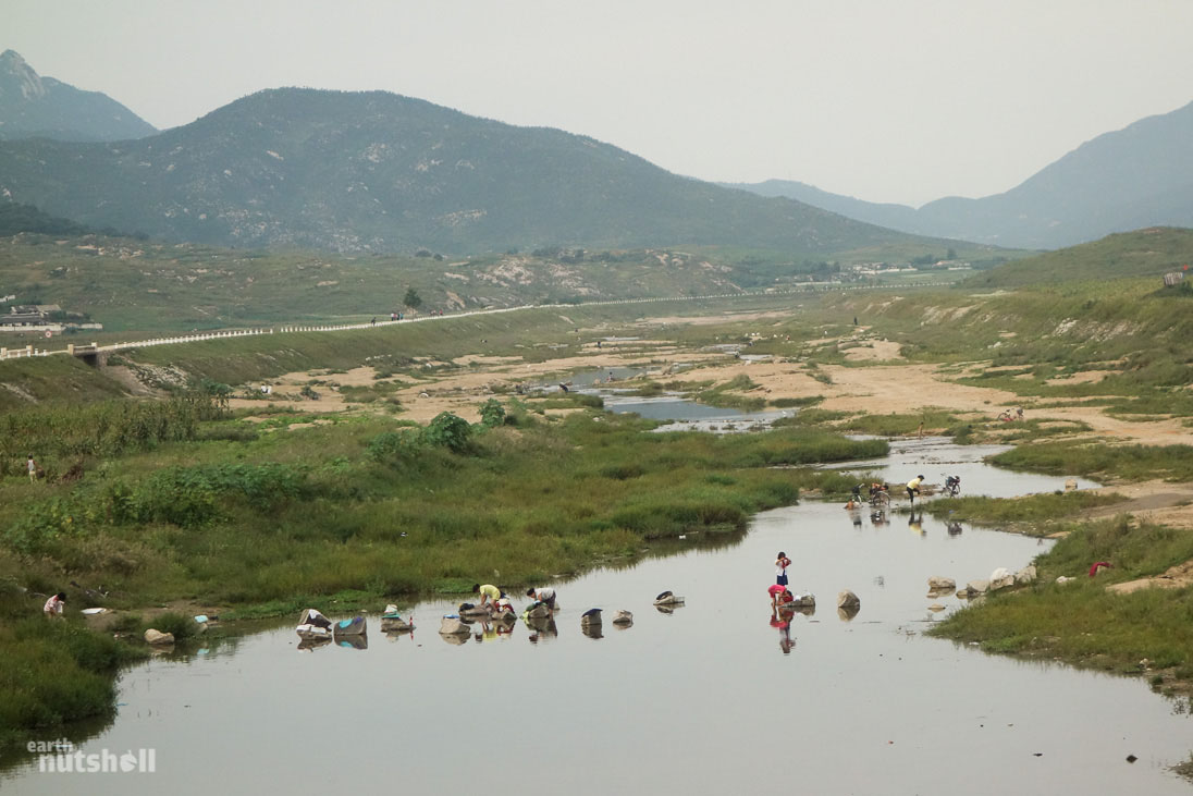 north-korea-washing-bathing