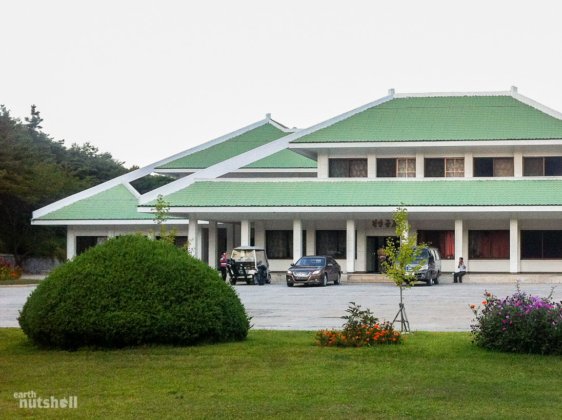pyongyang-golf-course-clubhouse