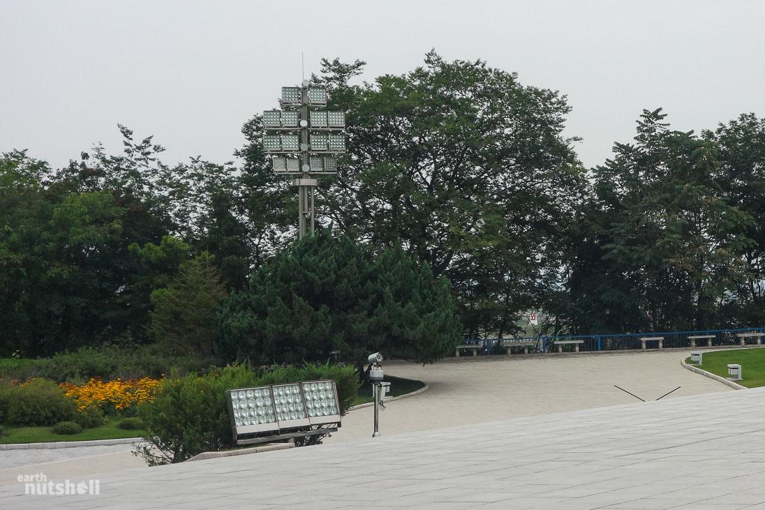 105-north-korea-statue-lighting