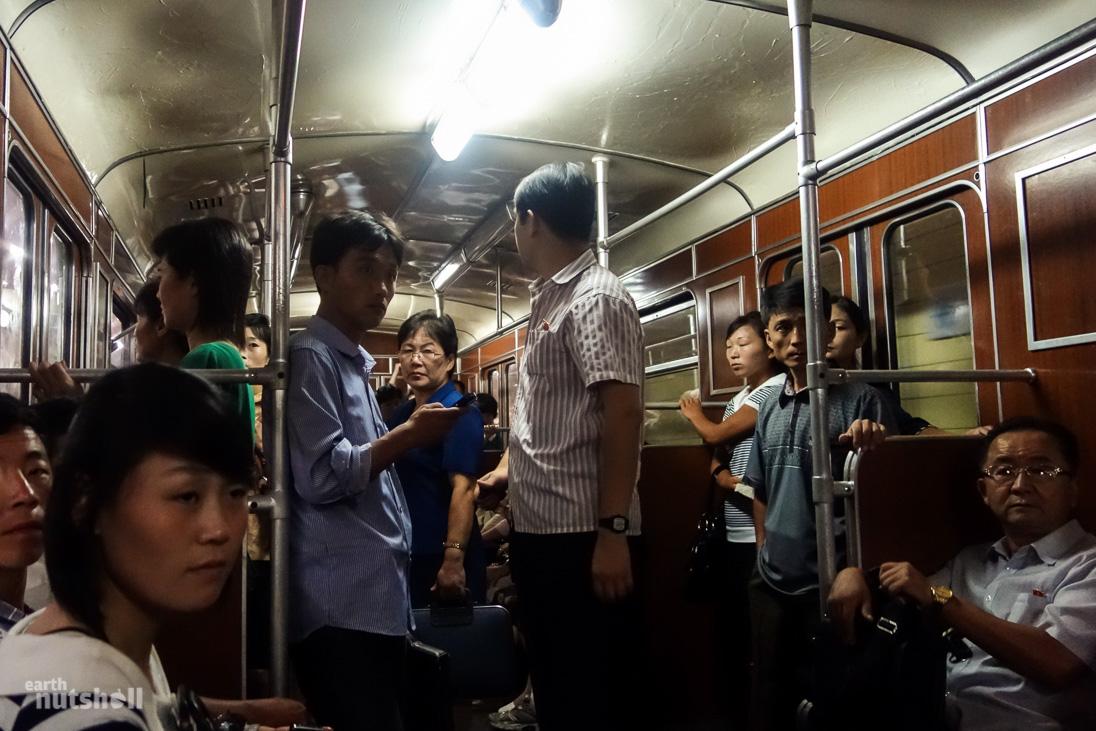17-pyongyang-metro-inside-train
