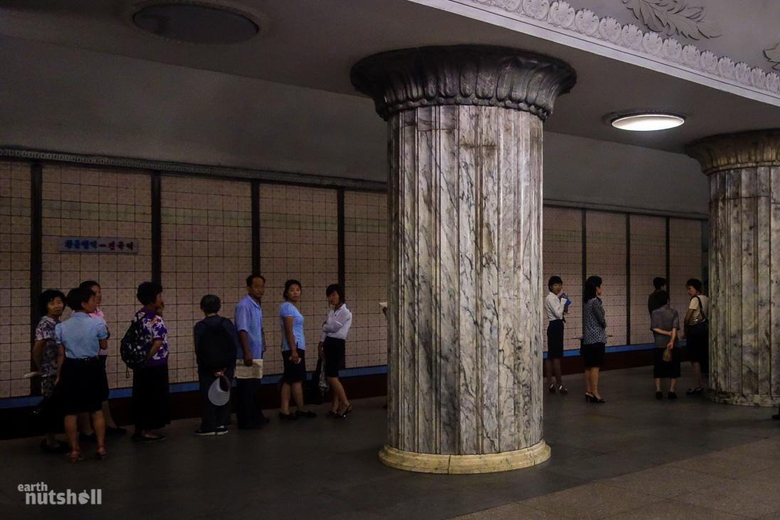 26-pyongyang-metro-marble-pillars-konguk