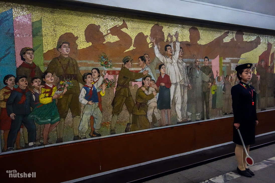 28-pyongyang-metro-celebration-mural-kaeson