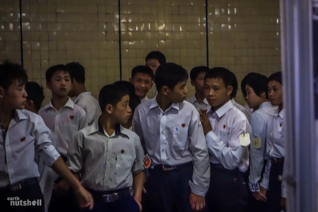 35-pyongyang-metro-schoolchildren-ponghwa