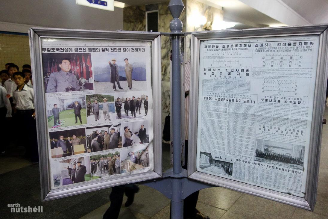41-pyongyang-metro-kimilsung-kimjongil-newspaper