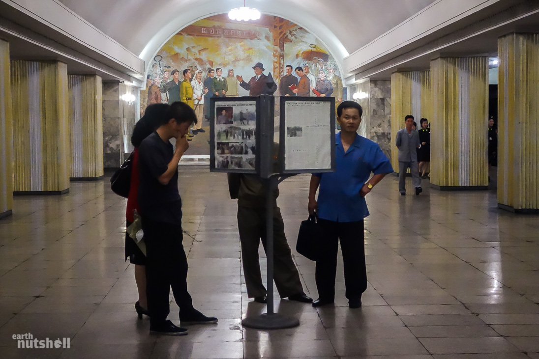 47-pyongyang-metro-commuters-reading-hyoksin