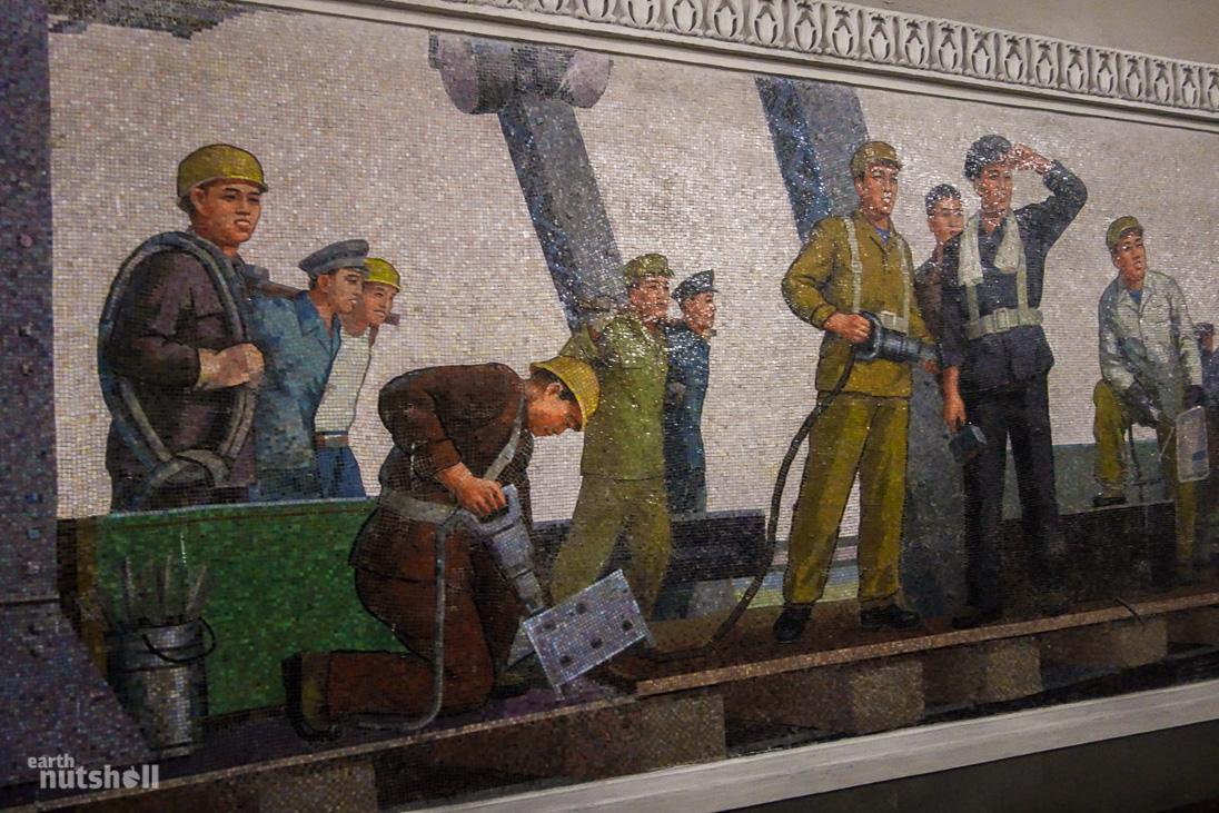 52-pyongyang-metro-workers-mural-konsol