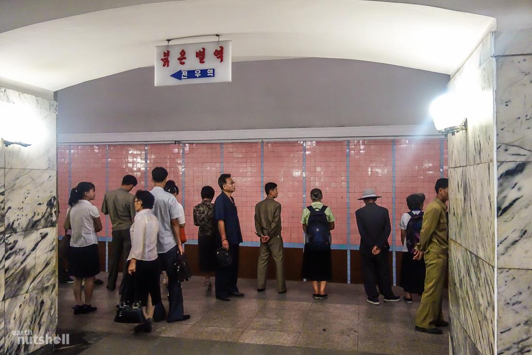 54-pyongyang-metro-commuters-platform-pulgunbyol