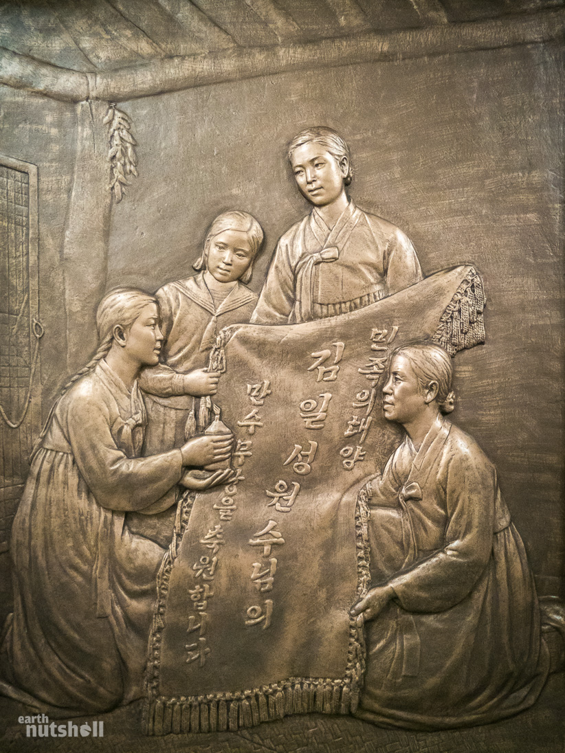 61-pyongyang-metro-women-cloth-pray-tongil