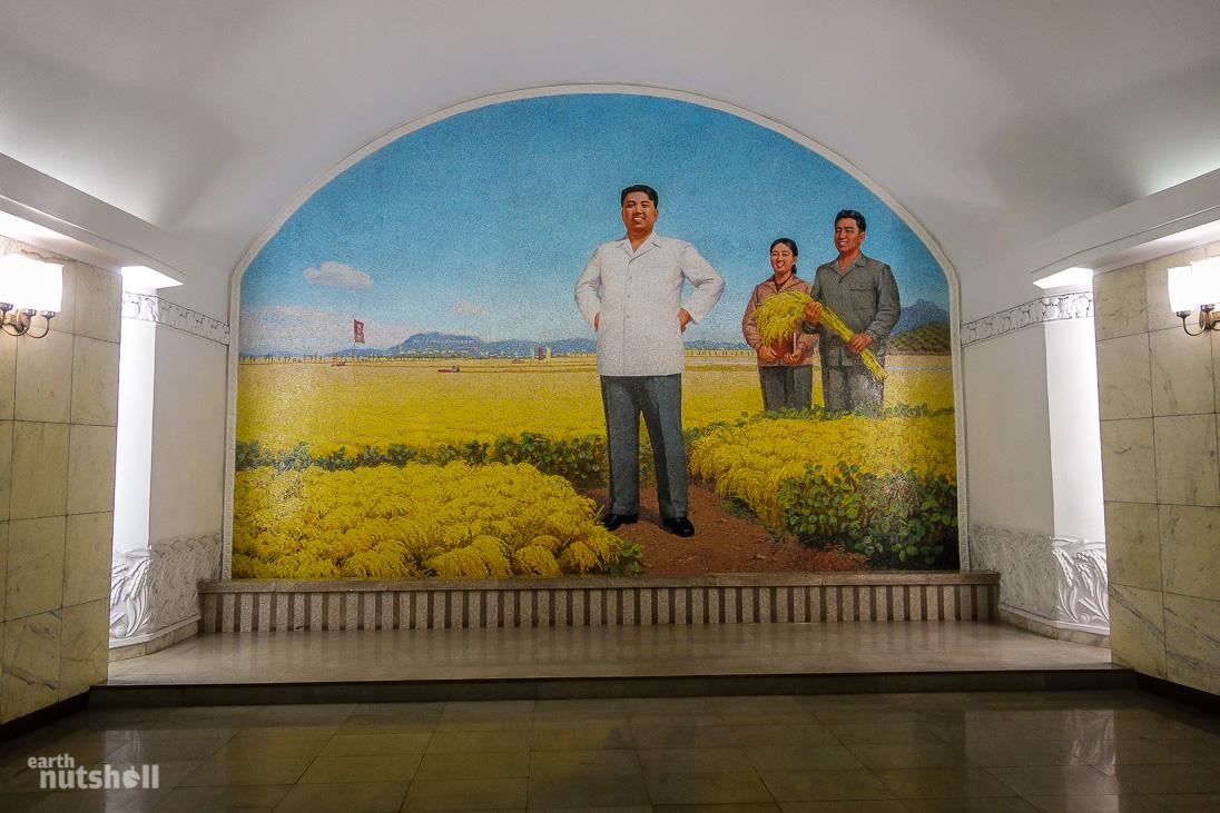 63-pyongyang-metro-golden-soil-kimilsung-mosaic-hwanggumbol
