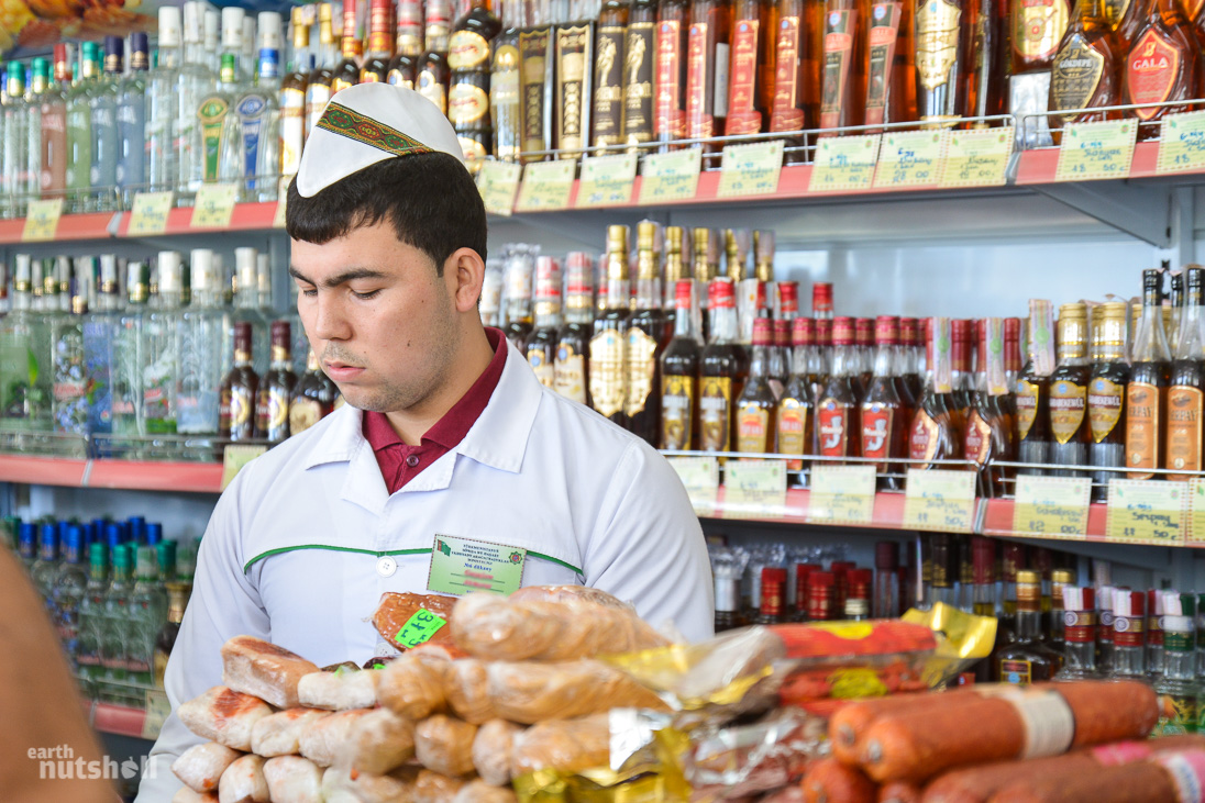door-to-hell-ashgabat-shopkeeper-snacks-turkmenistan