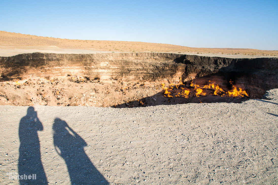 door-to-hell-darvaza-day-shadows-turkmenistan