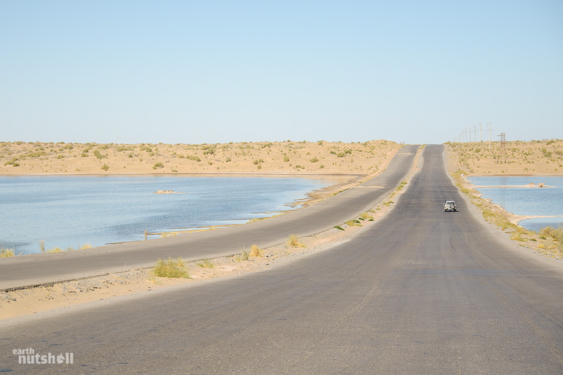 door-to-hell-desert-road-lagoon-turkmenistan
